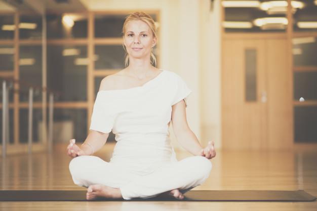 praticando meditação